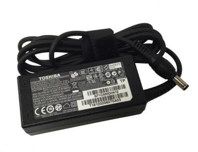 TOSHIBA Univerzálny AC adaptér 65W/19V, 3pin